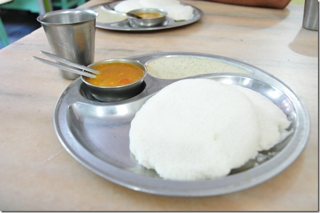 A hearty morning breakfast at Kunikal on the way to Shravanbelagola