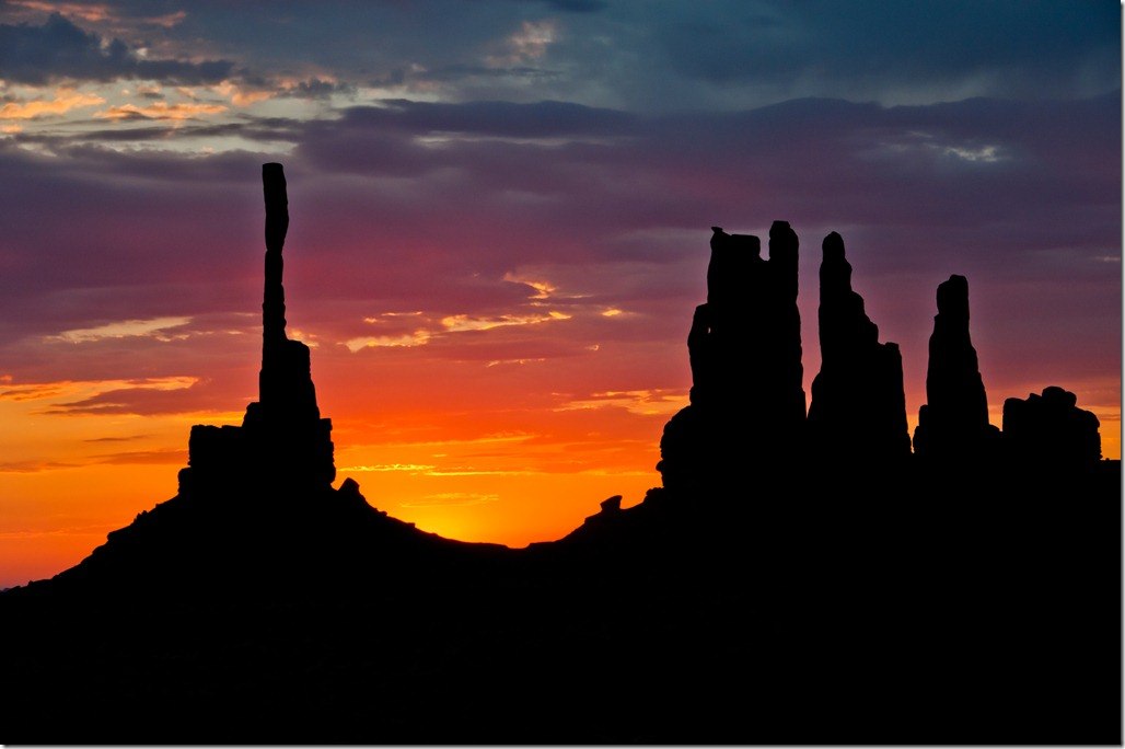 Spectacular Totem Pole Sunrise - Monumnet Valley Sunnrise Photographic Tour